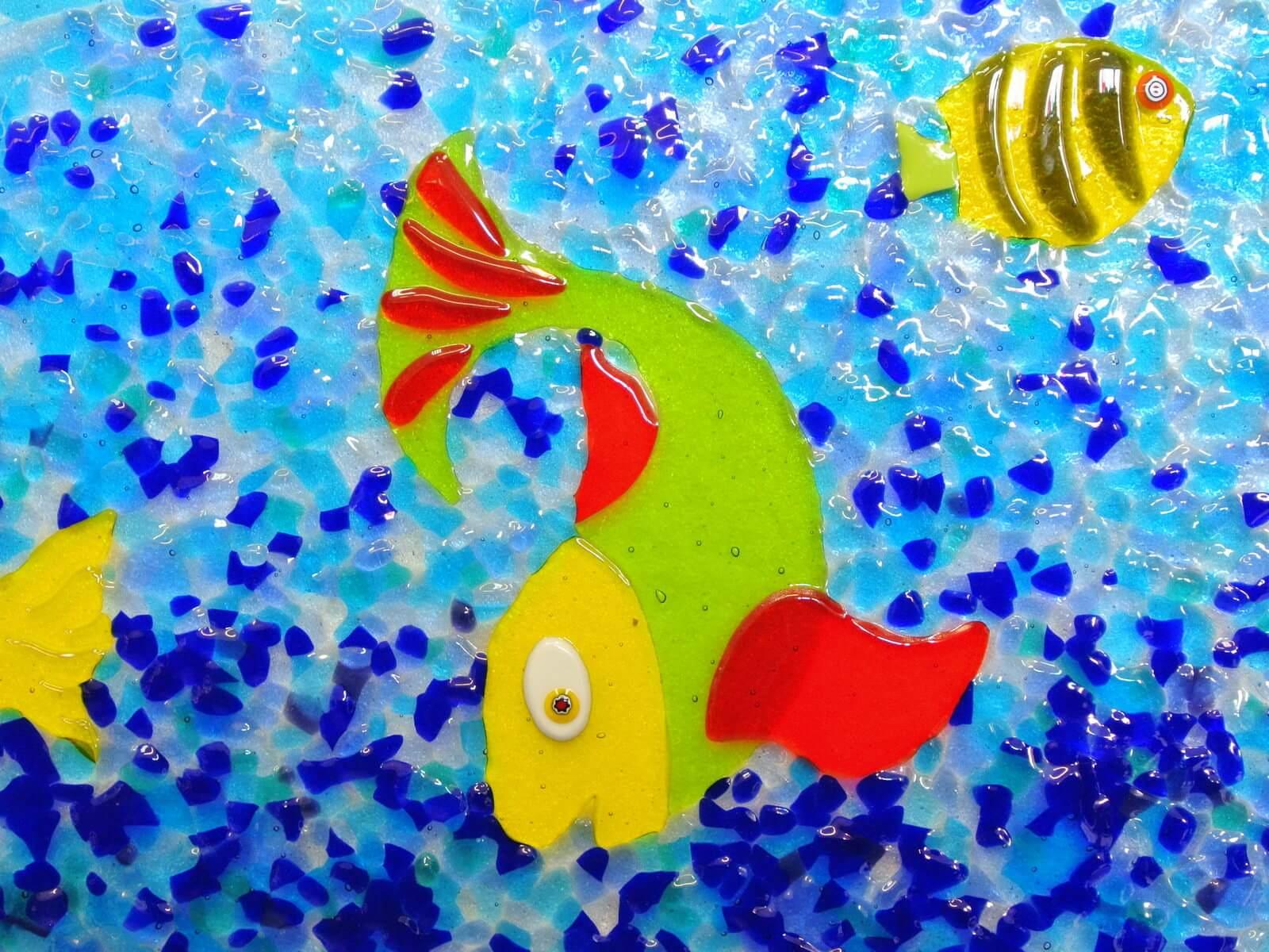 Motivi ribica i mora od stakla