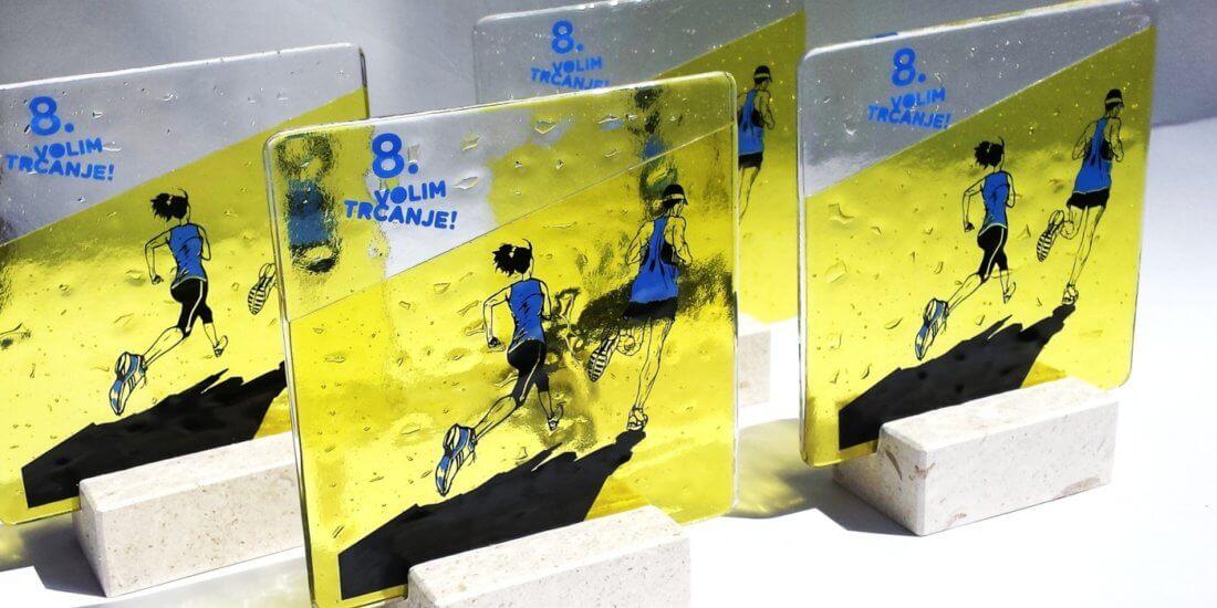 Sportska nagrada izrađena od stakla i kamena